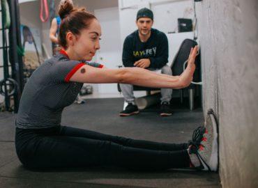 Jak uważać na stawy na siłowni ?